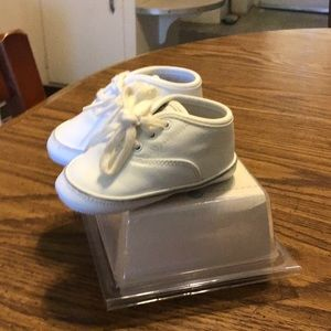 Carter's Baby Shoes.  6 to 9 mo.           Sz 2